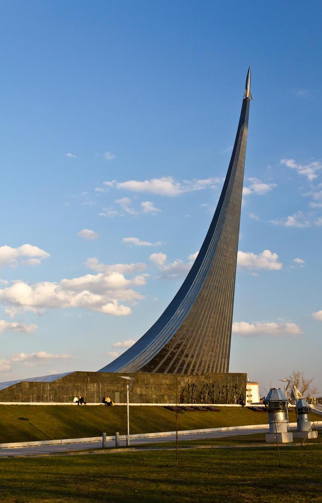 """Монумент """"Покорителям космоса"""""""